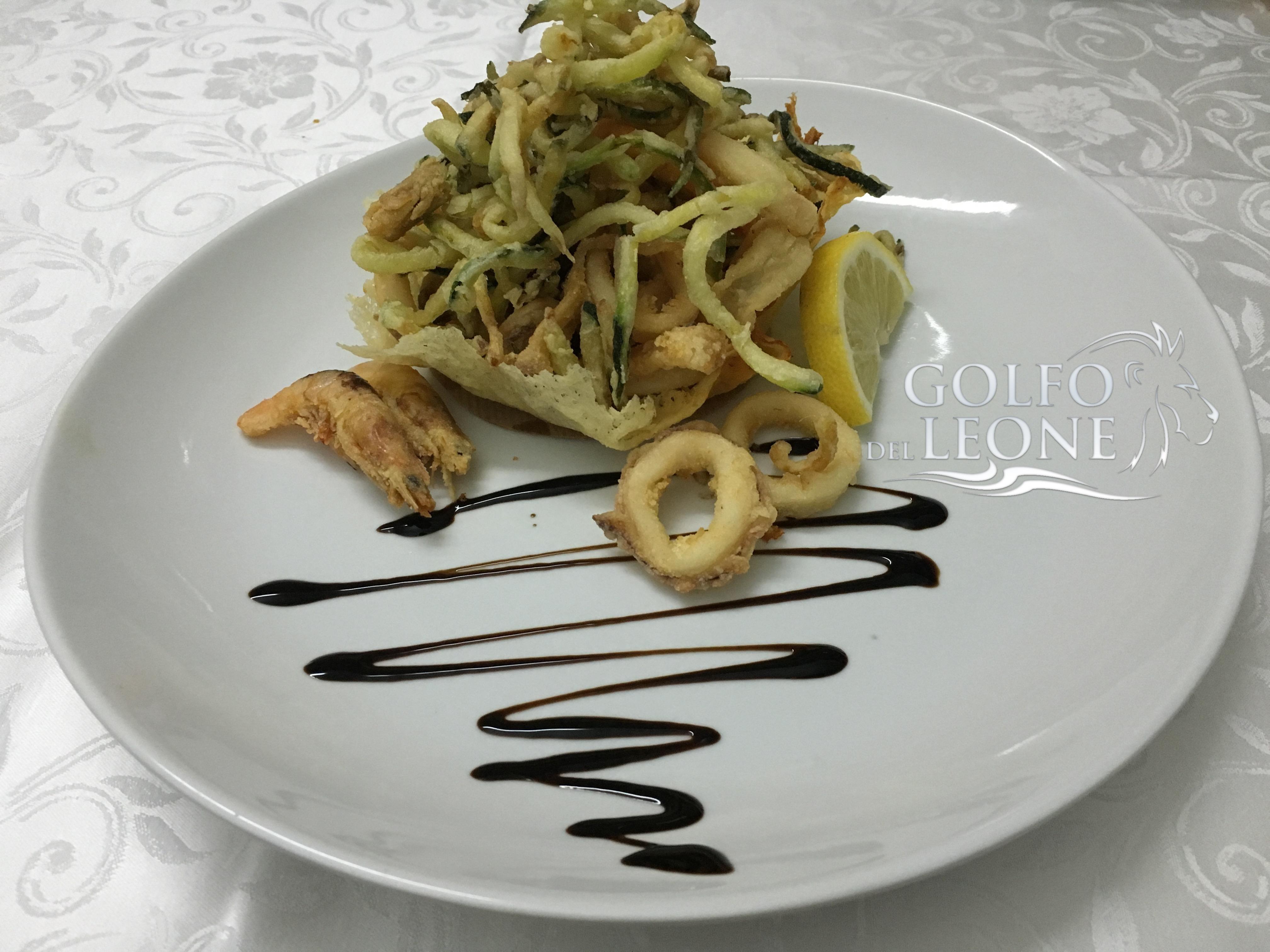cestinetto di frittura con zucchine fritte